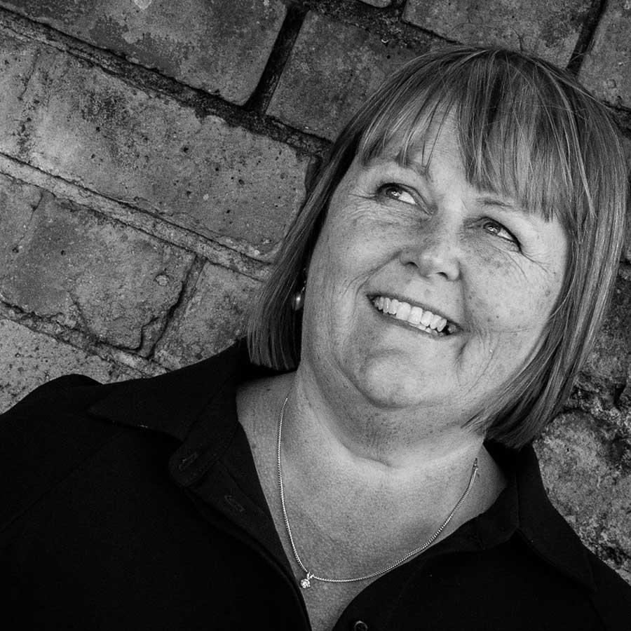 Corporate head shot of Linda from LJ Hanbury